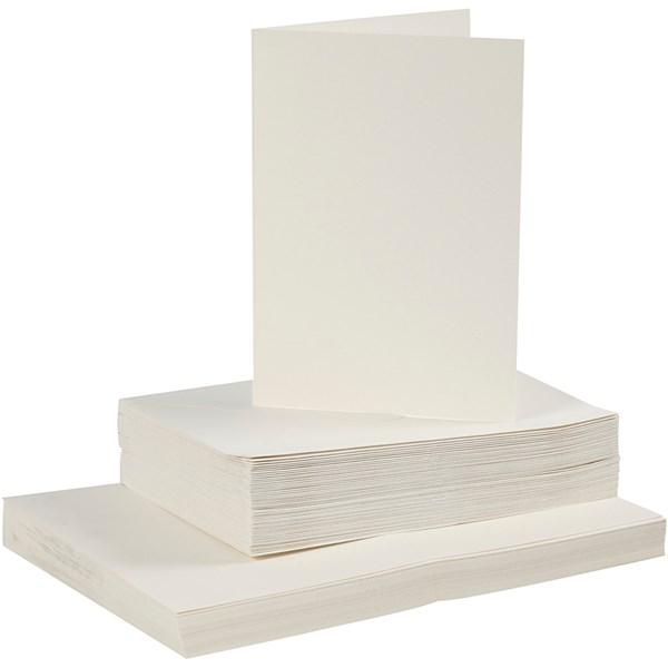 Kort og konvolutter, kort str. 10,5x15 cm, konvolutt str. 11,5x16,5 cm, råhvit, 50sett