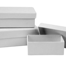Rektangulære esker, L: 8,5+10+12 cm, B: 6+7+9 cm, hvit, 18stk., H: 4,5 cm