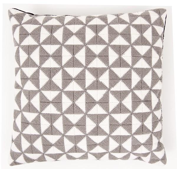 Kirjonta Tyyny kolmioilla harmaa/valkoinen sarja 42 x 42 cm