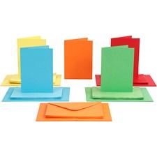 Kortit ja kuoret, kortin koko 10,5x15 cm, kirjekuoren koko 11,5x16,5 cm, 50 settiä, värilajtelma